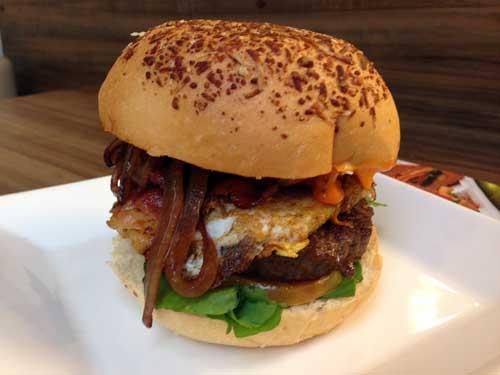 Padaria_Brasileira_sanduiche_premium_hamburguer_strogonoff